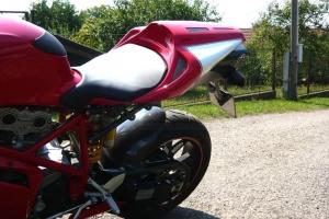 Sedlo Original polster Desmosedici design Ducati 749,999 2003-2006 na motocyklu