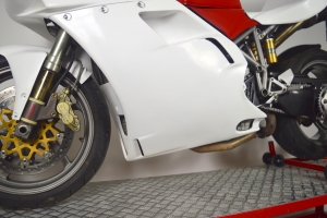 Ducati 748-916-996 Boční díl Levý original pro stojan - na moto