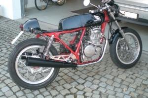 nádrž na modelu Honda CB400