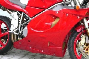 Rychloupínací šroub D-ring - nýtovací - ukázka na motocyklu