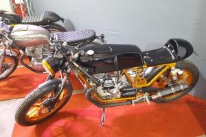 Nádrž 350-750 UNI CAFE RACER Honda Moto Guzzi Yamaha Suzuki atd.