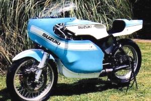 Kapotáž GFK - SET, Předchystané plexi (navrtané, ořízlé) , šrouby na plexi, Kryt pod motor na motocyklu  Suzuki 500 Titan 1969-