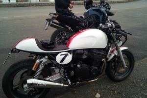 UNI Höcker CAFE RACER V.3 na moto Suzuki Inazuma 750