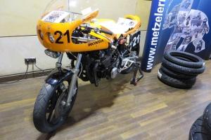 ukázka - Polokapotáž Motoforza na motocyklu Honda cafe racer