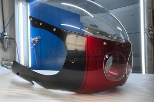 SET - UNI Polokapotáž styl Bol d'Or - Projektory 2x90mm, s vyřezaným a provrtaným plexi, světlometem 2x90mm, držáky pro světlomet, šrouby na plexi, kryty světel z plexiskla